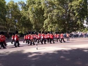 changing of guards at buckingham palace